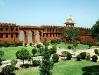 798px-rajasthan-jaipur-jaigarh-fort-compound.jpg